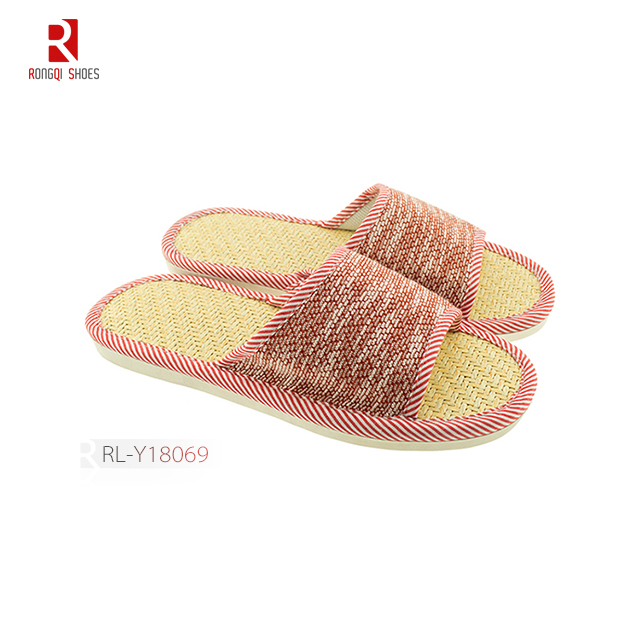 Wholesale fancy Japanese style indoor unisex bedroom slippers with straw mat insole